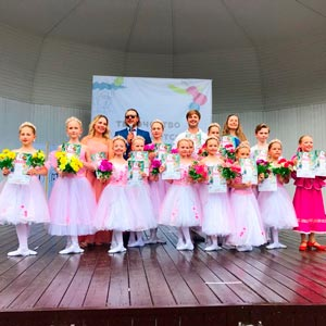 танцевальное выступление в парках Эрмитаж и Красная Пресня