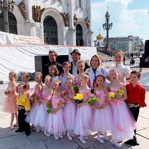 балерины выступали у Храма Христа Спасителя